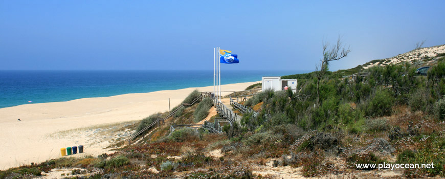 Access area to Praia da Fonte do Cortiço Beach