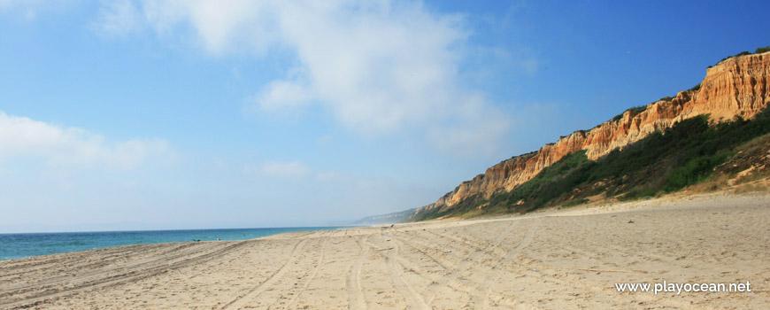 North sand of Praia dos Olhos de Água Beach