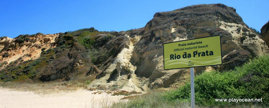 Escadas na falésia da Praia do Rio de Prata