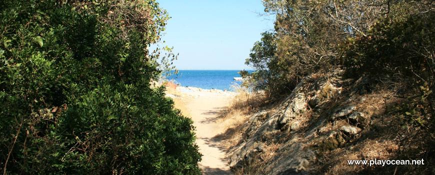 Praia de Alpertuche, entrada