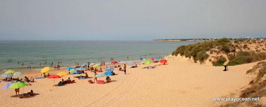 Pedra Amarela na Praia Grande de Pêra (Nascente)