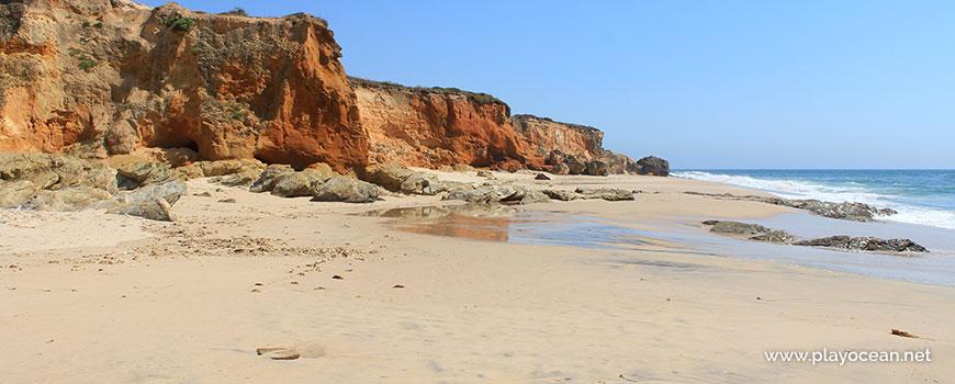 Rochas na Praia dos Canudos