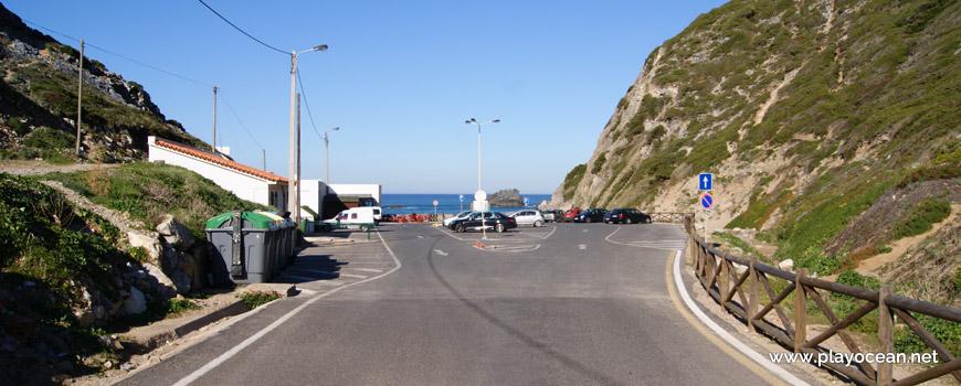 Estacionamento na Praia da Adraga
