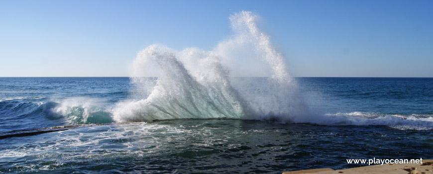 Waves at Azenhas do Mar Oceanic Pool