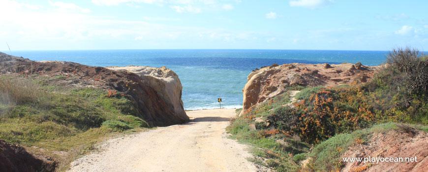 Descida para a Praia das Amoeiras