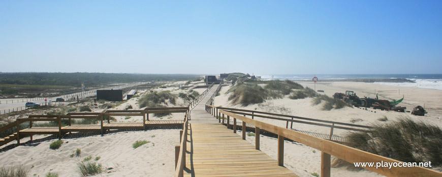 Passadiços na Praia do Areão
