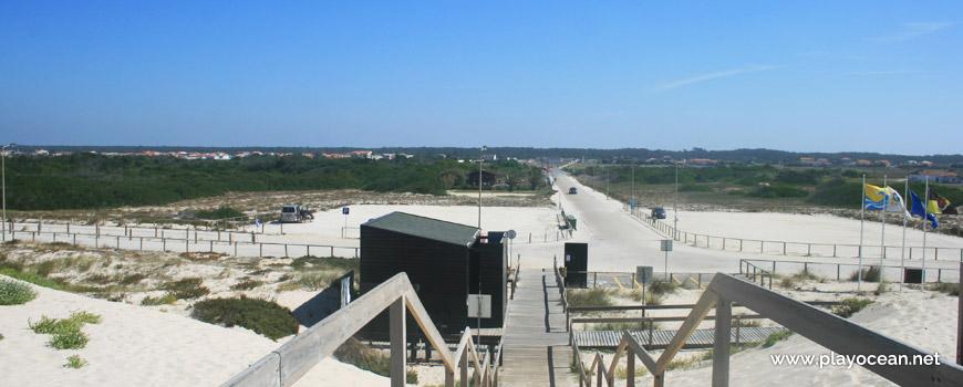 Estacionamento na Praia do Areão