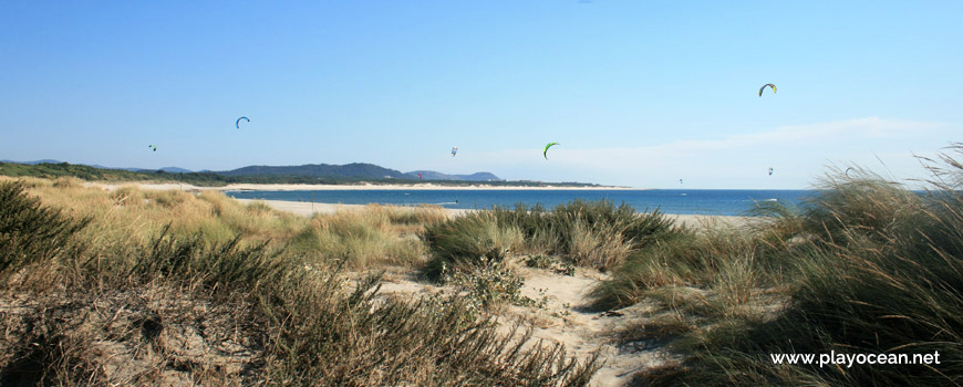 Parapentes na Praia do Cabedelo