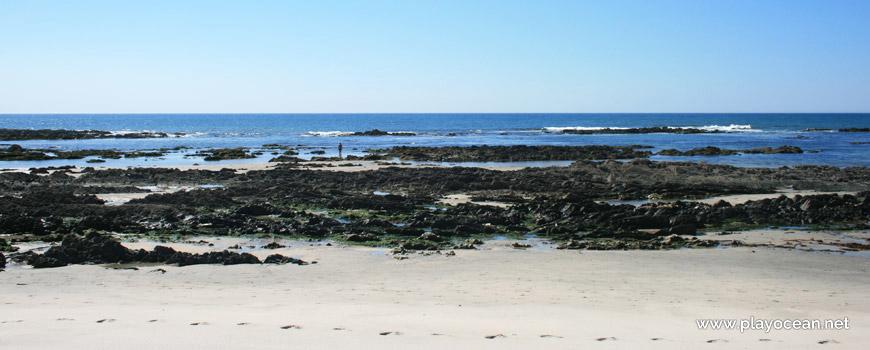 Rochas na Praia do Camarido