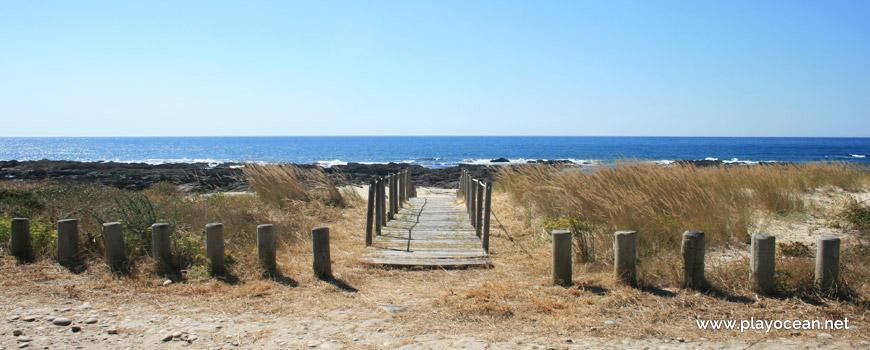 Acesso à Praia do Canto Marinho