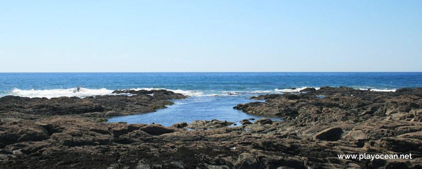 Piscina natural na Praia do Canto Marinho