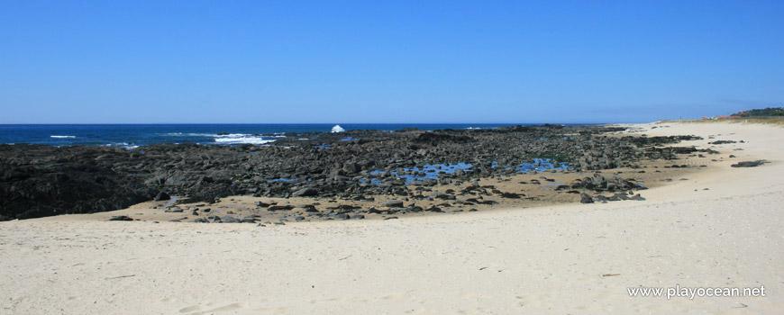 Rochas na Praia do Canto Marinho