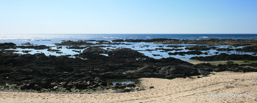 Rocks at Praia do Norte Beach