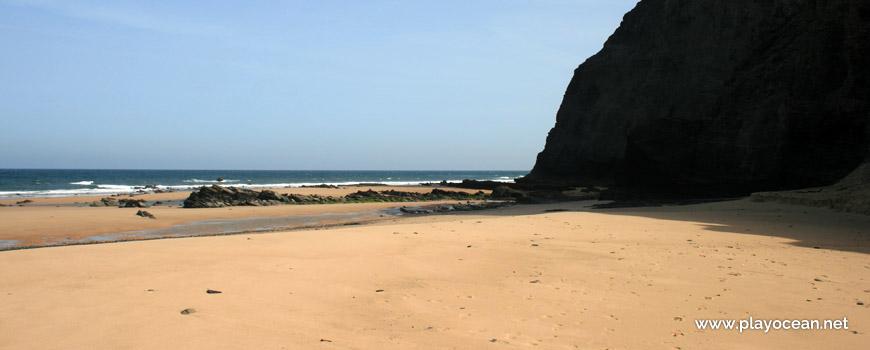 North at Praia da Barriga Beach