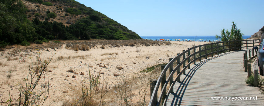 Access to Praia do Zavial Beach