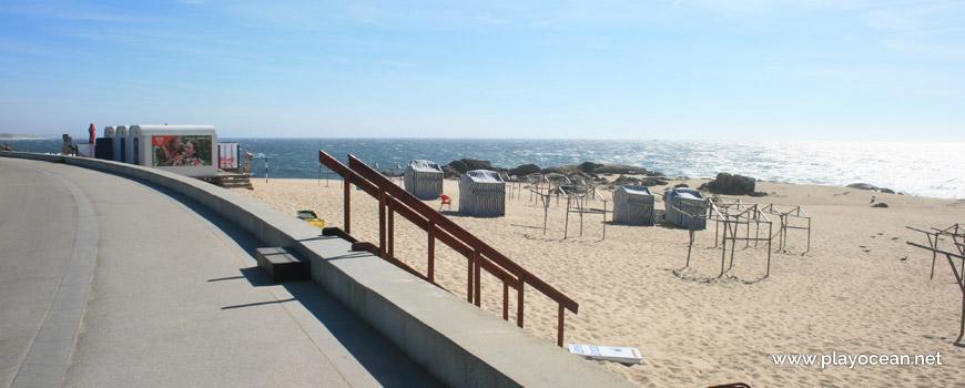 Access to Praia da Ladeira Beach