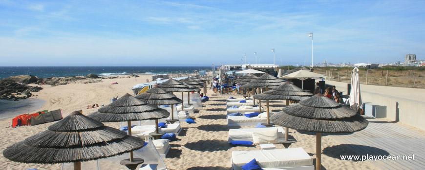 Aluguer de camas na Praia do Seca