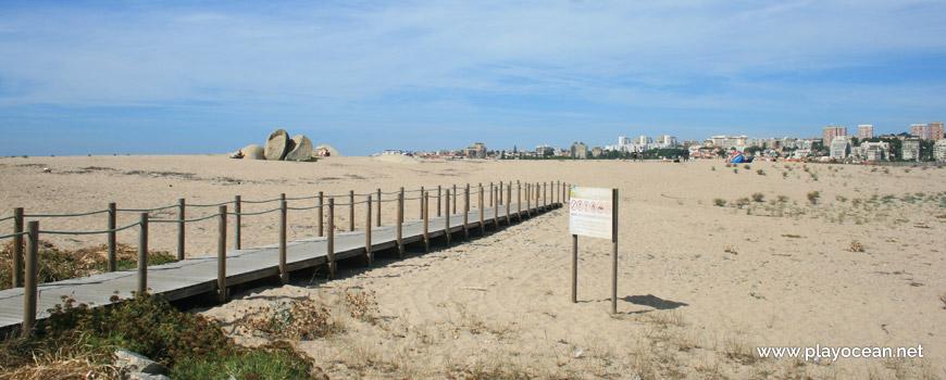Access to Praia do Cabedelo do Douro Beach