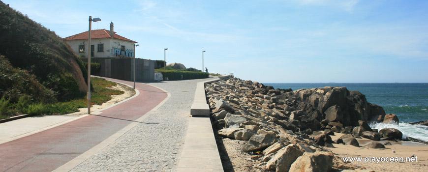 Seaside road of Praia do Cabedelo do Douro Beach