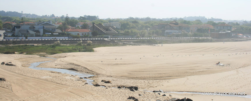 Casas junto à Praia de Miramar (Norte)
