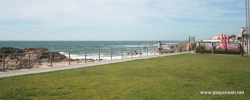 Lawn, Praia das Pedras Amarelas Beach