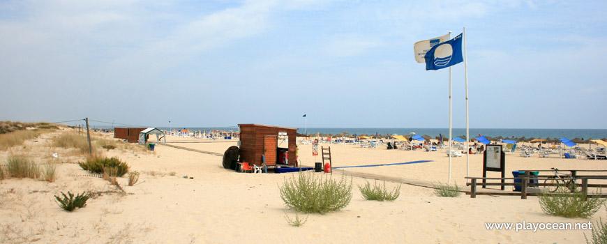 Estandartes na Praia da Manta Rota