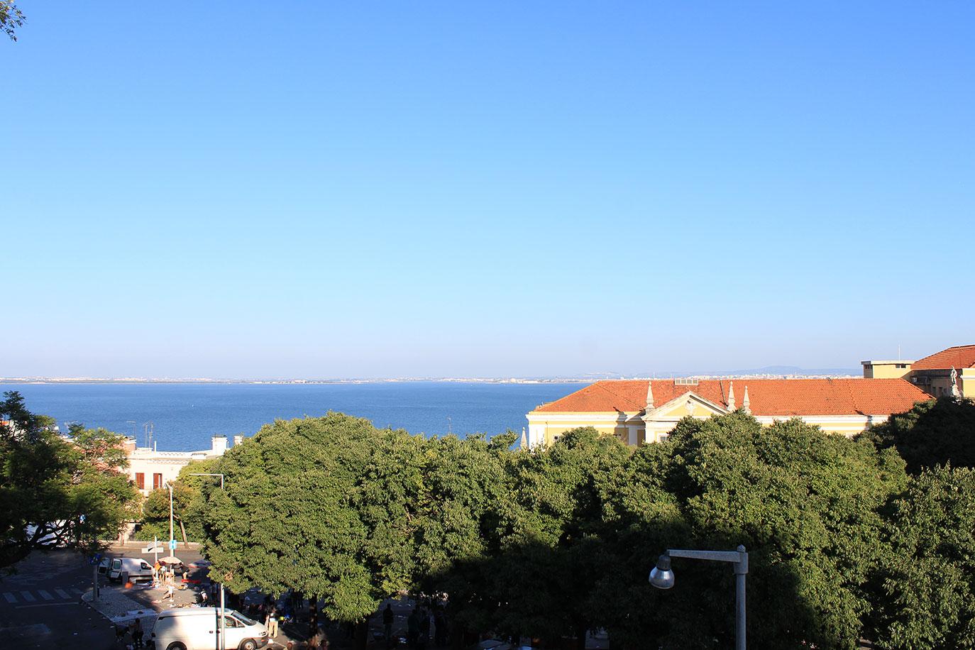 banco de jardim lisboa:Miradouro do Jardim Botto Machado em Lisboa • Portugal